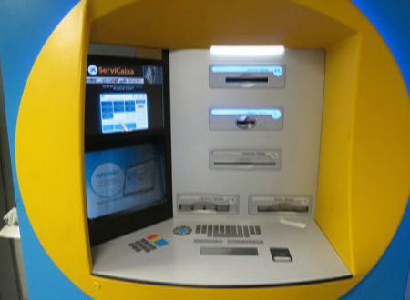 Pague sus recibos en un cajero automático ATM